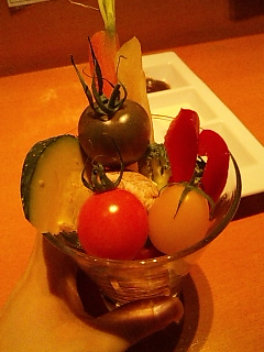 一人で野菜を食べまくる。